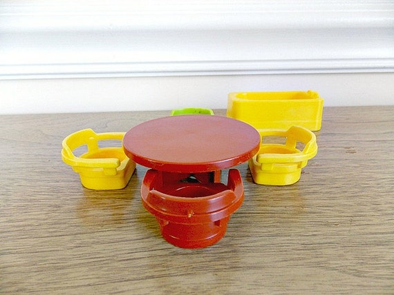 Fisher Price Little People Table Chairs Bathtub Little