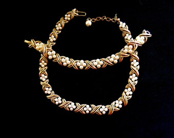 1960 Vtg Crown TRIFARI pearls and rhinestones  Necklace & Bracelet set-golden ribbon with flower Pearls and Clear Rhinestones-art.510/3-