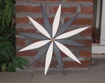 "Black & White Starburst Garden Wreath 17"" wide - handcrafted by Laughing Creek"