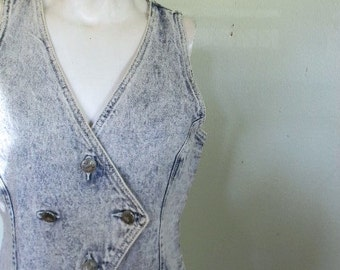 vintage.  80s Acid Washed Denim Vest // S to M