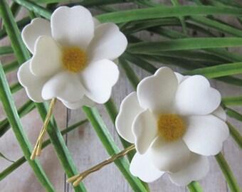 WHITE Daisy SET OF 2 bobby pins flowers-hair clips - Weddings -