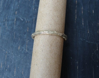 14K Solid Gold Small Pine Branch Band