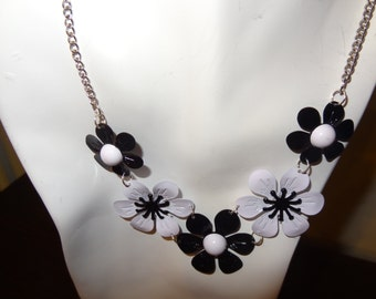Necklace. Black and White flowers. Metal. silver Chain.