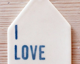 porcelain wall tag screenprinted text i love you.