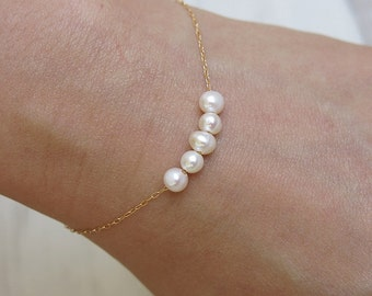 pearl bracelet, gold bracelet, dainty bracelet, chain bracelet, bridesmaid bracelet, stackable bracelet, pearl jewelry, wedding bracelet