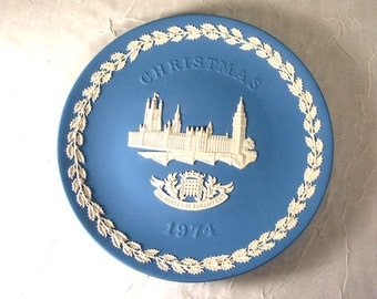 Vintage Wedgwood Christmas Plate 1974 Houses of Parliament & Big Ben
