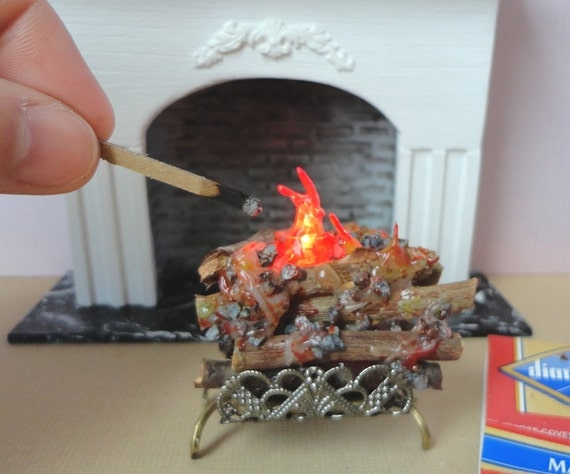 1 12 dollhouse battery operated lit logs with brass grate