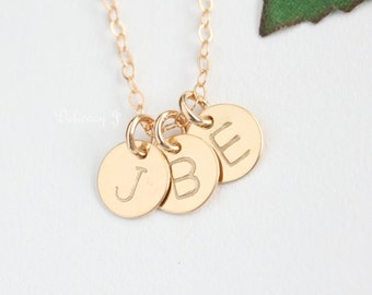 Tiny Personalize Disc Necklace, Initial Necklace, Monogram Necklace, Initial Circle Necklace, Friendship Necklace, Couple Family Necklace