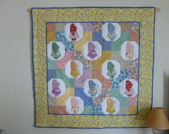 Sunbonnet Sue Pastel quilt Wall hanging or sofa throw great 1930s design