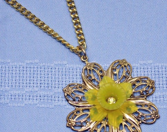 Daffodil  Filigree pendant 1960s New Old Stock  cSc 30 A