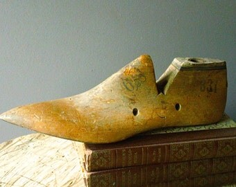 Antique POINTED Toe Wood SHOE Last