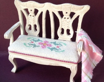 DOLLS HOUSE MINIATURES - Country Chic, cream double chair with pretty cross stitch seat pad