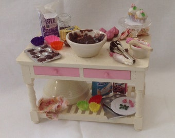 "DOLLS HOUSE MINIATURES - ""Cup  Cakes "" Preparation Table"