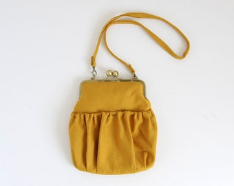 yellow kisslock purse. pleated bag. yellow bag. yellow clutch. metal frame purse. yellow purse