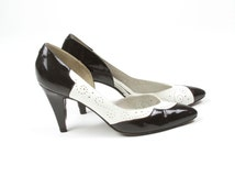 VTG 80s Two Tone Black & White Patent Leather Cut Out Pumps Sz 8.5 Narrow Tuxedo BW Cocktail Kitten Heel Secretary Pin Up Twin Peaks