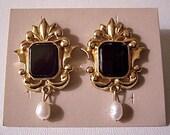 Black Genuine Onyx Stone Pearl Clip On Earrings Gold Tone Vintage Avon Open Flourish Decorative Edge Design Dangle White Bead