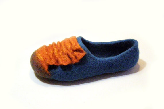 Women house shoes / slippers, felted natural wool slippers, Felted shoes Mimosa / girl, women's slippers /orange / blue / sky