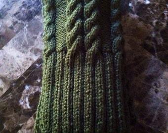 Gorgeous men's scarf, cable knit, rich green color