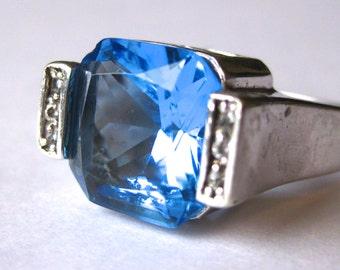 Vintage Ring Sterling Silver Jeweled Blue Topaz Sparkling Cocktail Ring size 7.5