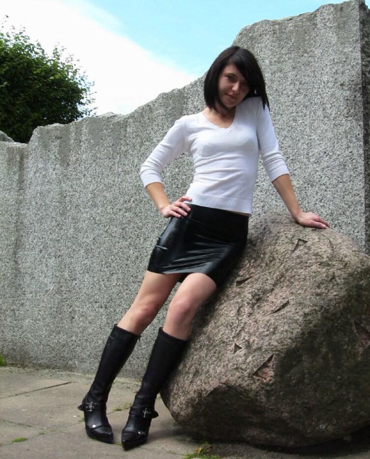 Latex Miniskirt 104