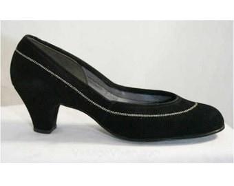 Beautiful Black 1950s Suede Kitten Heels - Size 5.5 B - Shoes - Pumps - Winter - Mint Condition - Deadstock - Marvel Shoes - 39596-1