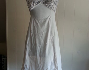 Vintage Van Roalte White Slip With Floral Lace 1960s Nylon Size Small Size 32 Made in the USA