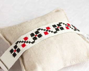 Leather embroidered bracelet - Ethnic Ukrainian embroidery - br010