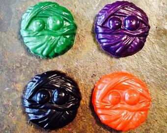 Mummy crayon set of four