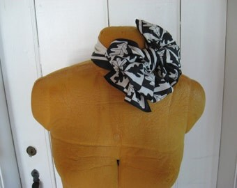 Poly silk Vera Neumann signature vintage stewardess scarf rectangular black white oak leaf stripes