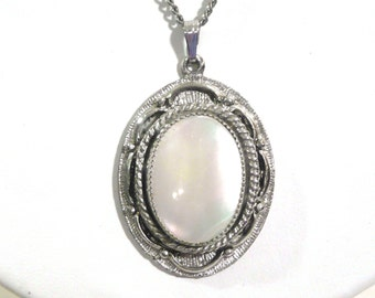 "Vintage ""Judy Lee"" Mother of Pearl Pendant Silver Tone Necklace"