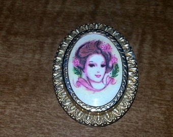 Vintage Young Woman Cameo Brooch