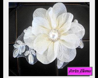 Bridal hair accessory, Wedding hair flower, Bridal hair flower, Lace hairpiece, Pearl hairpiece, Vintage style headpiece, Wedding hair clip