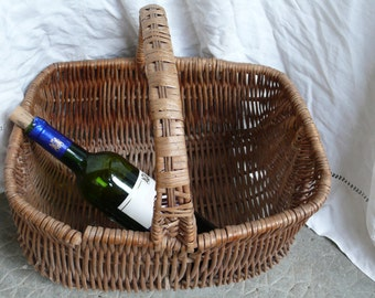 Picnic Basket, Antique Wicker, pique-nique, The french home, French country life, countryside France, outdoors Europe, granny's basket,