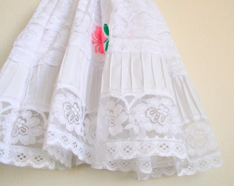 Vintage WHITE LACE Flower Girl Dress....size 2 girls....kids. children. wedding. party. lace. formal. holiday. cinderella. bow. rose. boho