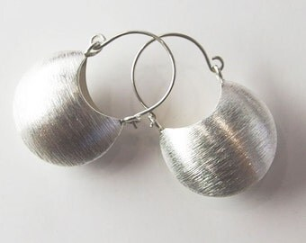 1 pair of Karen Hill Tribe Silver Brushed Half Moon Hoop Drop Earrings. 16x22.5 :ka3842