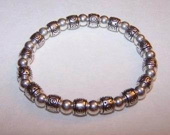 Silver plated elastic beaded bracelet