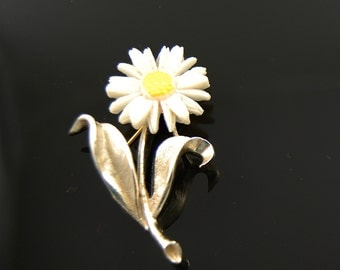 Vintage Signed Sarah Coventry White Lucite Daisy Brooch
