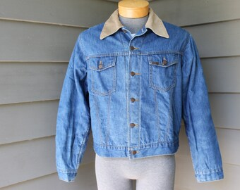 vintage 1970's  -Roebucks- Men's denim jacket. Two pocket 'trucker' worn to perfection. Corduroy collar - Quilted lining. Size 42 R