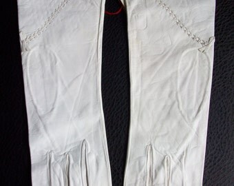 Vintage white leather gloves with bow detail