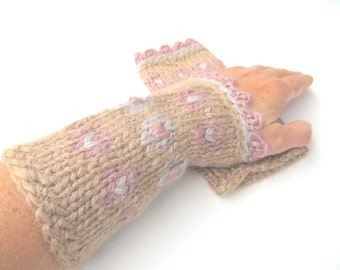 """Mittens """"Anaïs"""", pure new wool, Wensleydale, mohair, handspun, plant dyed, knitted, beige, old rose, silver-gray/grey, OOAK, one of a kind"""