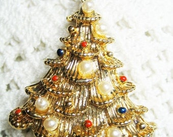 Vintage Simulated Pearl Enamel Christmas Tree Brooch