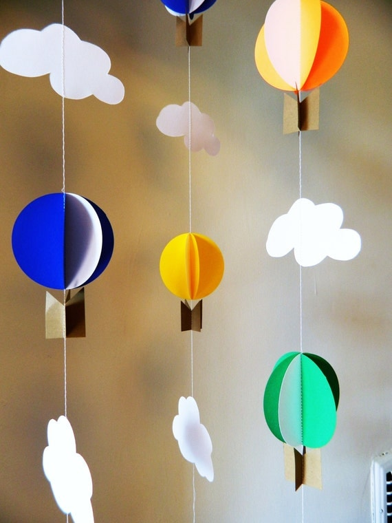 Paper hot air balloon garland primary color baby shower for Balloon decoration color combinations