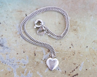 Thin Chain Bracelet in Sterling Silver with Heart Charm - Vintage 80s Fashion Jewelry