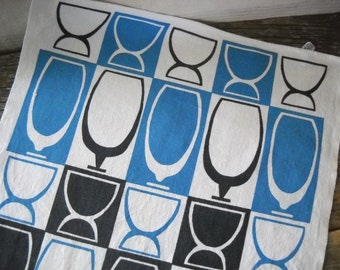 Midcentury Cannon Bar/Kitchen Towel with Retro Stylized Cocktail Glass Graphic