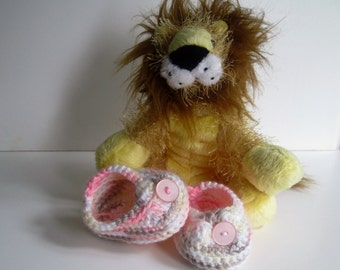Crochet Baby Booties - Shades of Pink and Brown with Pink Button - Preemie to Newborn