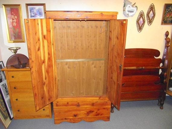 Genuine Kincaid Robes CEDAR Armoire Wardrobe Closet with