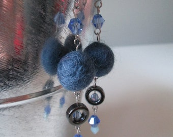 Boucles d'oreilles bleu marine en acier inoxydable (hypoallergique) / Navy blue stainless steel earrings (Hypoallergic)