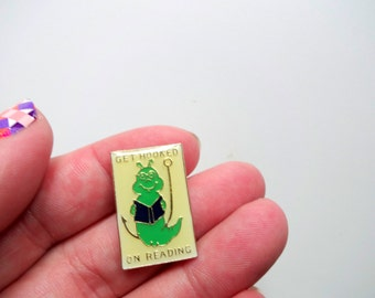 Vintage Get Hooked On Reading Pin 1989
