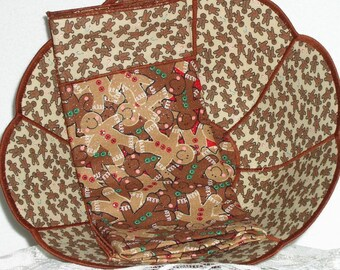 Christmas Reversible Fabric Bowl - Gingerbread Men Large Scalloped Reversible Fabric Bread Bowl w/ napkin