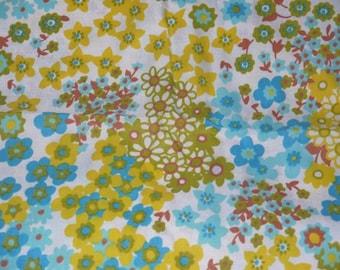 Vintage 50s 60s dressmaker fabric / 1950s mid century / 1960s clothing floral flower / shiny woven yellow aqua green .. 3 1/2 yards yardage
